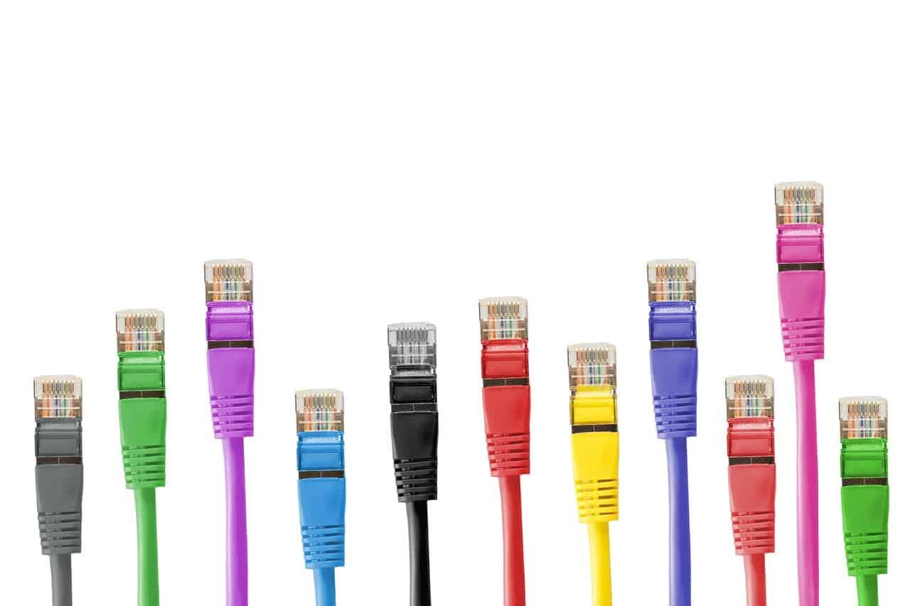 כבלים בצבעים שונים