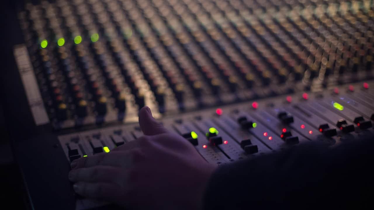 מדריך לתחנות רדיו